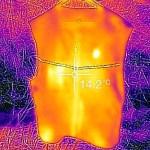 Lämpöliivi erottuu ympäristöstään lämpökameralla kuvattaessa