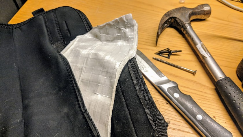 Dogtech Pro -liivin sisältä löytyy kuusi kerrosta luodinkestävää kangasta