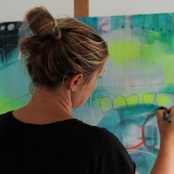 Kunstner Mette Lindberg laver maleri på bestilling efter dine ønsker