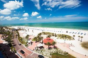 beach-walk-on-clearwater