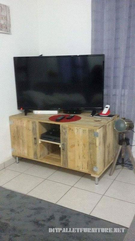 Meuble TV avec palettes 1  Meuble en Palette
