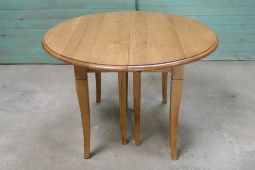 table ronde a volets diametre 110 realisee en chene massif de style louis philippe 5 allonges de 40 cm meuble en chene massif