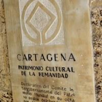 PLAYA, CAFE Y MURALLA. CARTAGENA DE INDIAS. COLOMBIA