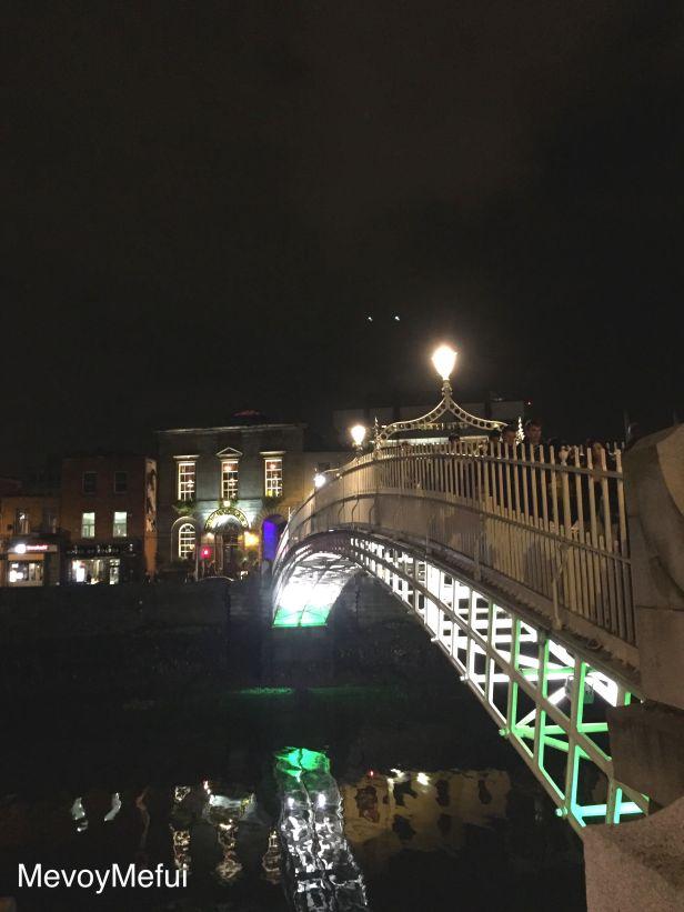 Ha'penny bridge at nigh