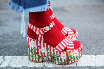 socks-with-sandals-red