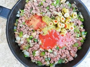 The following additional ingredients added to cooked ground meat to finish off the carne molida for the pastelitos de carne.