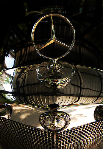Old Mercedes Benz by lusikkolbaskin