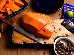 How to Cut a Papaya and The Most Delicious Way to Eat a Papaya by @SpicieFoodie