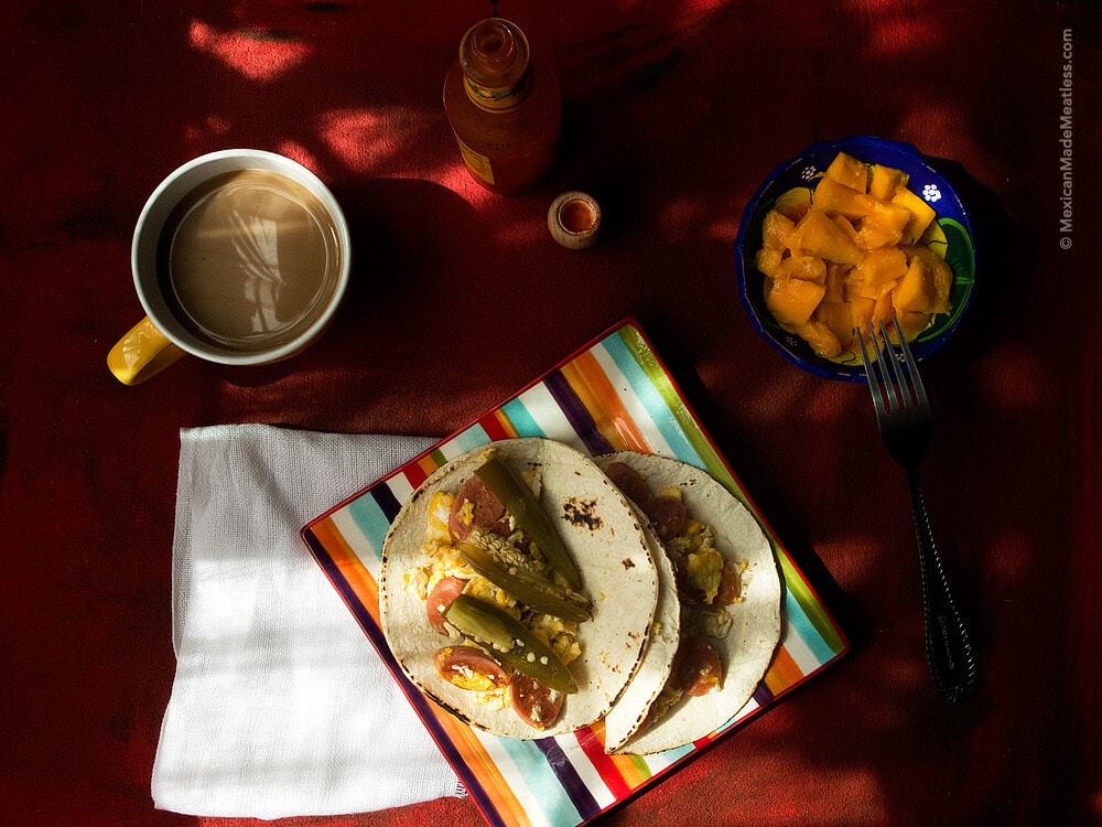 Scrambled #Eggs with (#Vegan) Hot Dogs: A Very Mexican Kid Breakfast | #huevos revueltos con #salchichas #veganas