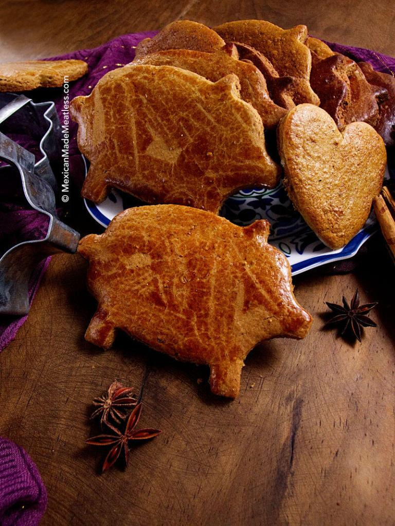 Puerquitos: Mexican Piloncillo Spiced Cookies | #vegan Mexican cookies