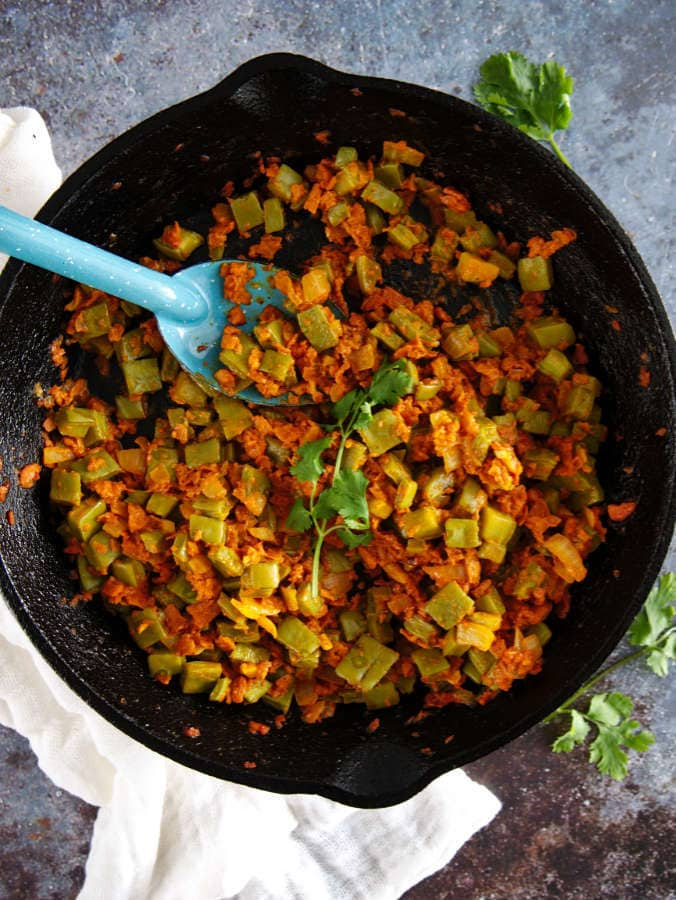 How to cook nopales with Mexican vegan chorizo.