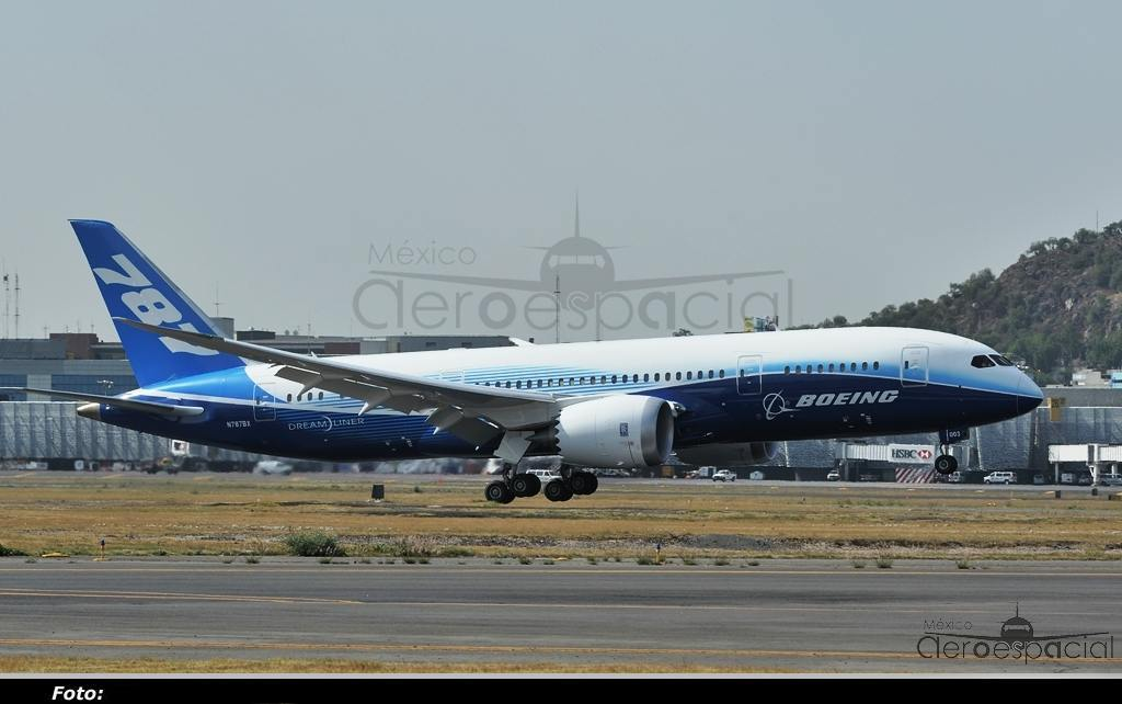 787-Landing-Mexico-City-2