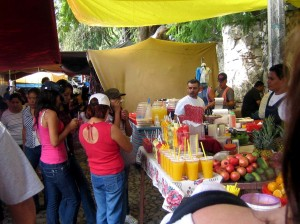 The weekly tianguis (outdoor markets) are a great place to shop for fresh fruits, vegetables, inexpensive clothing and gifts.