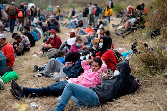 Central American migrants swarm San Luis Potosi