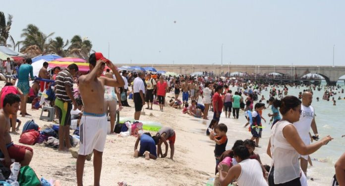 While Yucatecans crowd Progreso beaches, foreigners enjoy Mérida