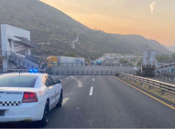 Road Alert: Pedestrian bridge collapses in Querétaro-San Luis Potosí Hwy
