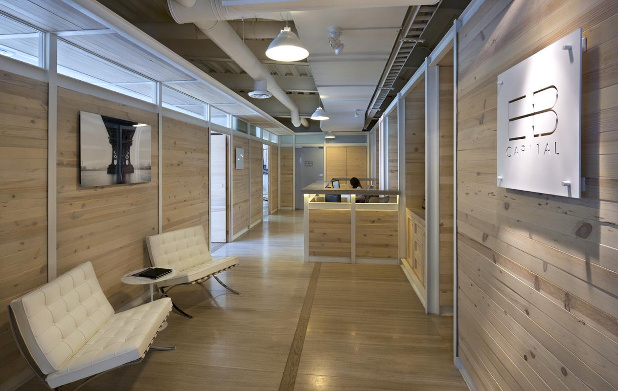 insignias-interiorismo-arquitectura-oficinas-tamarindo-madera-despacho-artigas-arquitectos-1