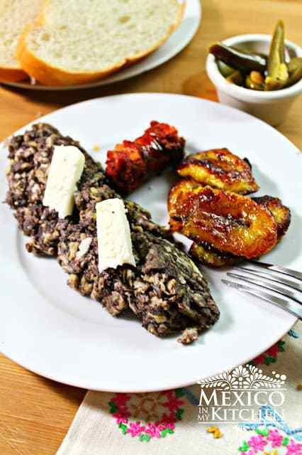 Veracruz style scrambled eggs with black beans