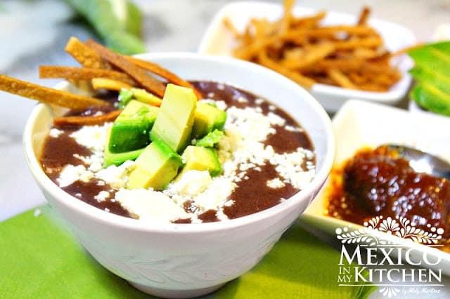 Creamy black bean soup- Crema de frijol mexicana