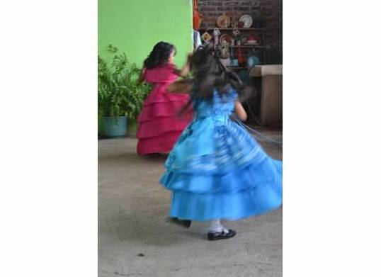 girls spinning bap