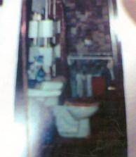 Interior del baño del departamento de Juana Hilda Lomeli donde supuestamente se llevó a cabo el descuartizamiento de Hugo Alberto Wallace por la mañana del 12 de julio 2005.