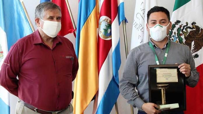 Buque de la naviera Cosco arriba por primera vez a Lázaro Cárdenas
