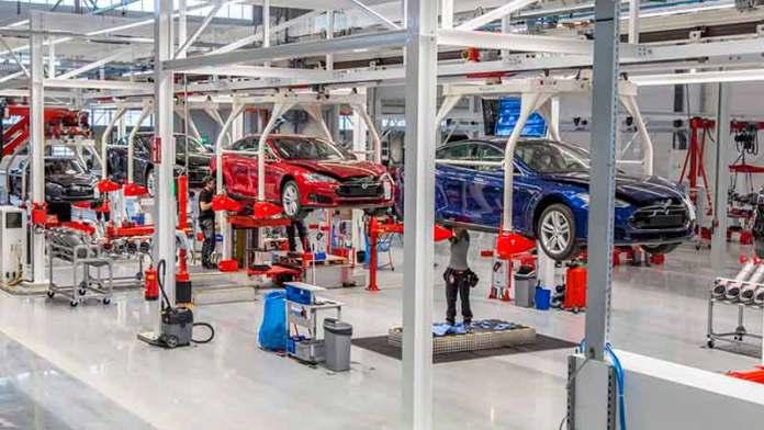 Se reactiva industria automotriz en junio