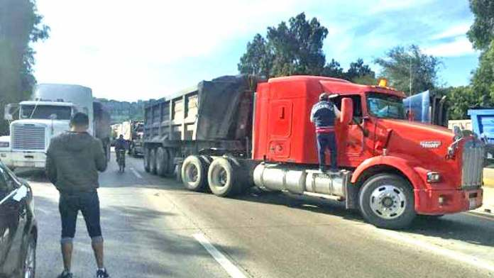 Transportistas bloquean la México-Querétaro, México-Pachuca y Arco Norte