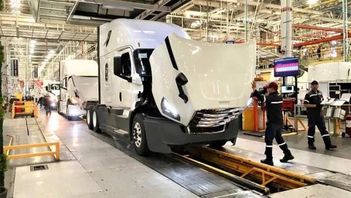 Ensamble de camiones cayó 8.6% en enero