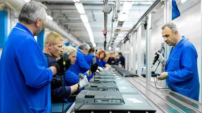 Caen pedidos manufactureros del país en febrero de 2021