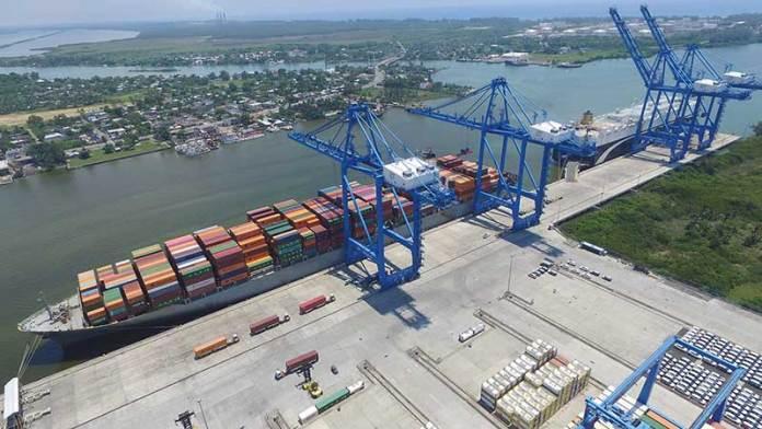 Aseguran agentes aduanales de Tuxpan que en abril repuntó el movimiento de contenedores