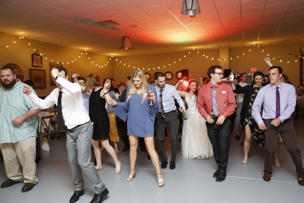 everyone dancing at a New Jersey wedding