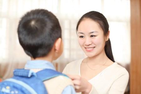 Phụ huynh chuẩn bị cho bé vào năm học mới