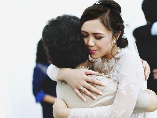 Vì vẫn sống gần nhà, vẫn có chung nền văn hóa, các mối quan hệ nên các cô dâu mới sẽ thấy cuộc sống hôn nhân dễ chịu, bớt áp lực hơn nhiều – Ảnh minh họa: Internet