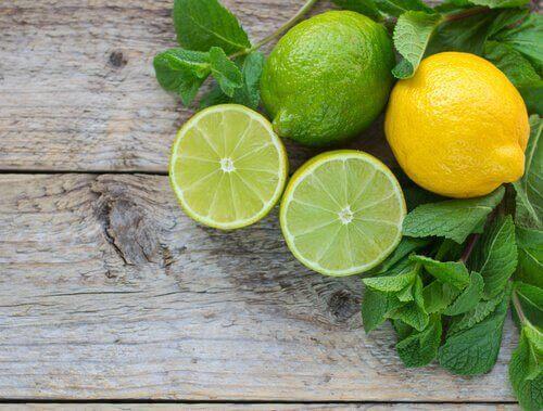 καύση του κοιλιακού λίπους με λάιμ και λεμόνι