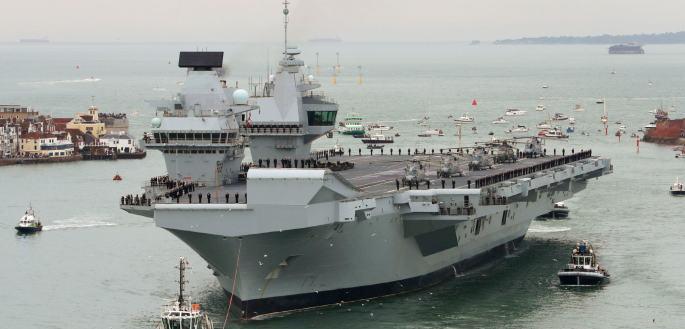 HMS_Queen-Elizbeth-Arrives-Portsmouth-Photo