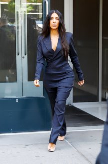 Kim-Kardashian-Blue-Pinstripe-Suit (1)