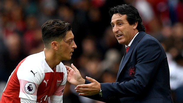 Mesut Ozil and Unai Emery.jpg