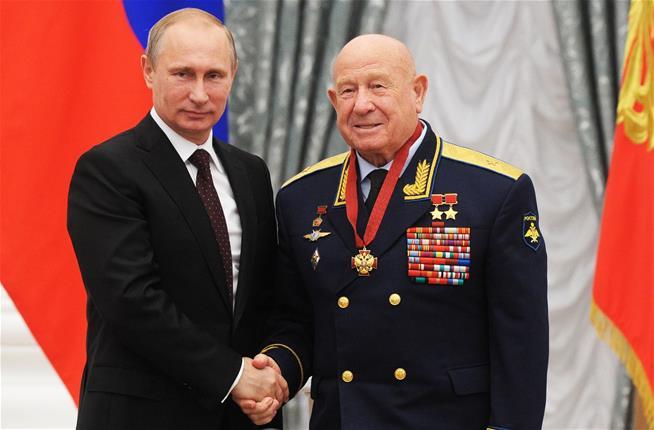 Alexei Leonov and Vladimir Putin.jpeg