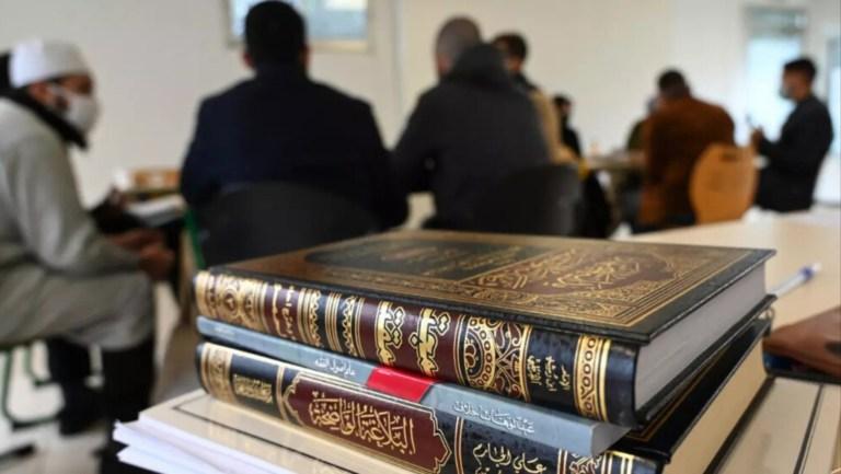 Fransa'da İslam İlkeler Şartı tartışmaları sürüyor