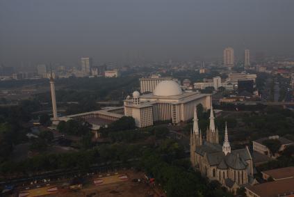 Mezquita Central y Catedral de Jakarta, Indonesia