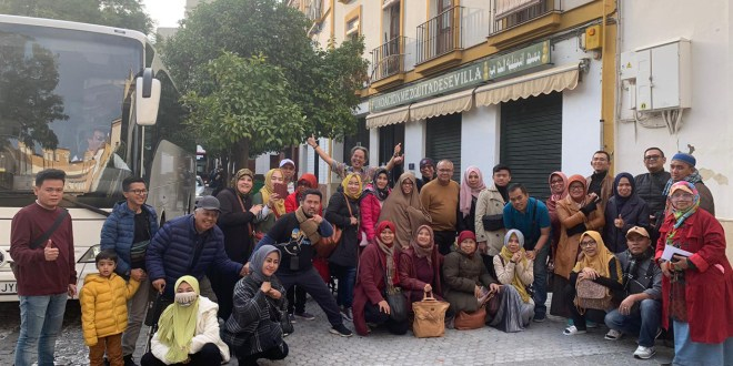 Indonesian travelers group visit to the Seville Mosque Foundation