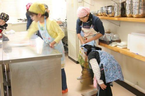キッチンスタジオ◆横浜ミサリングファクトリー-掃き