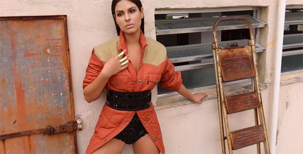 Munik Nunes posa para ensaio de moda (Foto: Faya)