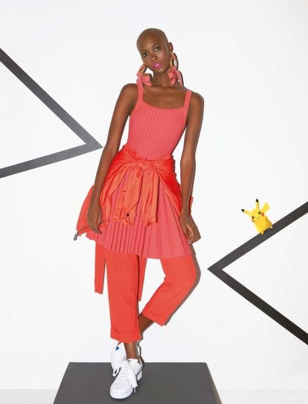 Vestido Azzedine Alaïa na NK Store; jaqueta Ralph Lauren; calça Talie NK. Brincos Claudia Savelli para A.Brand; tênis Puma (Foto: Marcelo Krasilcic)