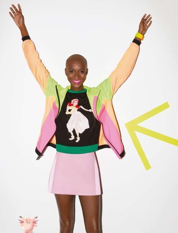 Jaqueta Nikelab por Kim Jones; blusa A.Brand; saia Emporio Armani; relógio Swatch (Foto: Marcelo Krasilcic)