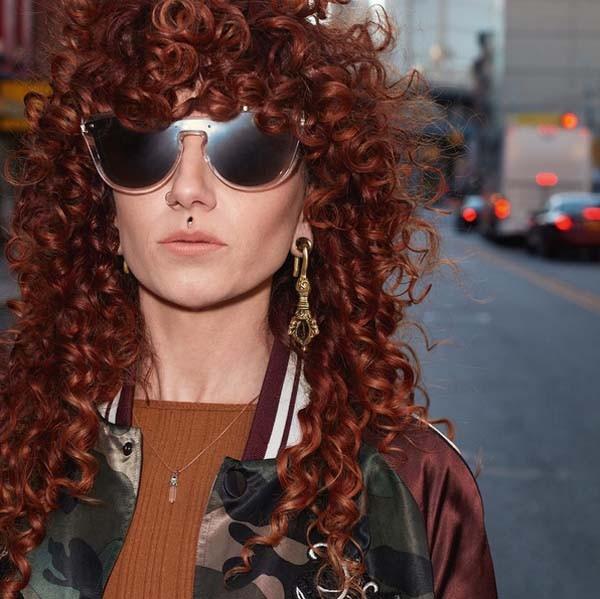 Um dos 14 modelos de óculos que a maison Valentino lança em parceria com a Luxottica (Foto: Reprodução Instagram)
