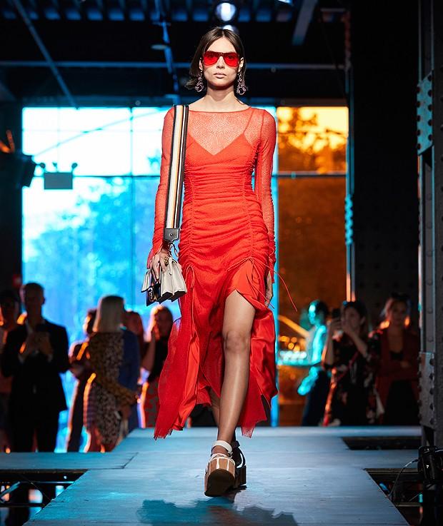 Vestido vermelho de Diane von Furstenberg (Foto: ImaxTree/ Divulgação)