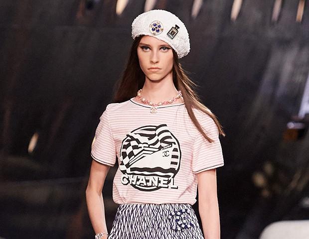 A coleção cruise da Chanel apostou em acessórios brancos (Foto: Divulgação / Chanel)
