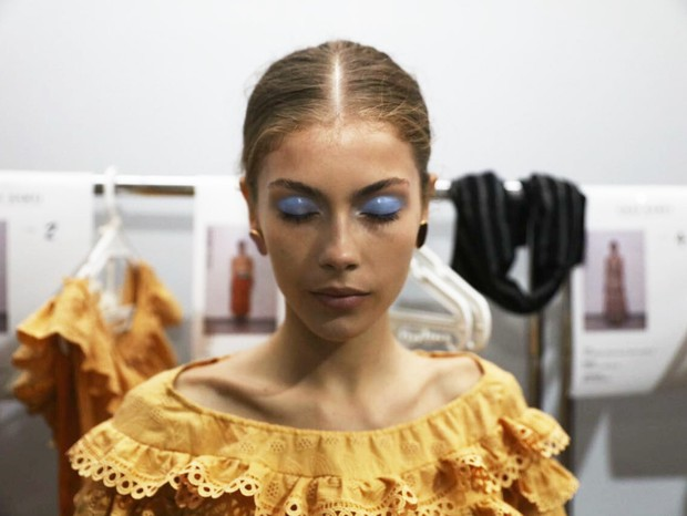 Sombra azul molhada na Lilly Sarti (Foto: Thibé)